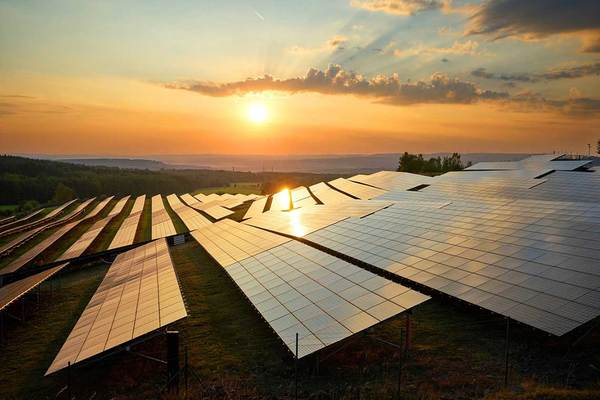 Solar helps push carbon emissions to record low