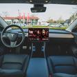 Elon Musk belooft binnenkort Netflix en YouTube in je Tesla - WANT