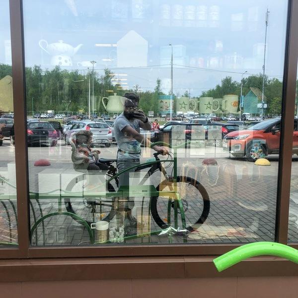 Велосипедистов много и велопарковок хватает