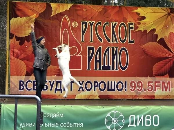 Малави (справа на фото) выступала на «Минуте славы» на «Первом»