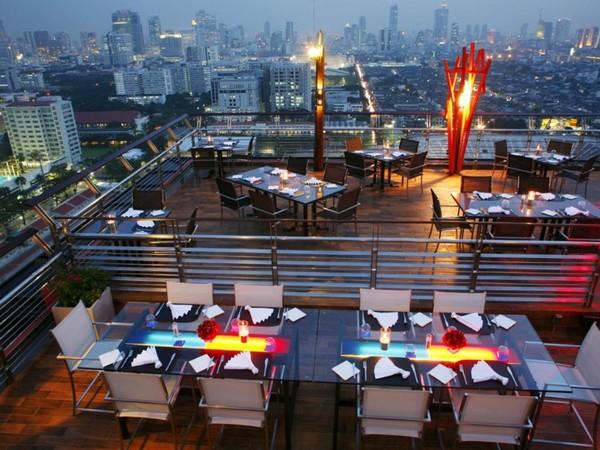 The Roof. Goede naam voor een rooftop bar.
