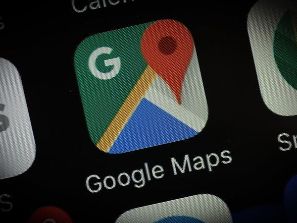 Google Maps lets you pull up flight and hotel reservations on the go