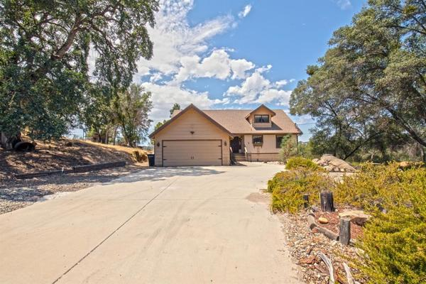 43176 Running Deer Drive, Coarsegold, CA 93614 (#528115) :: FresYes Realty