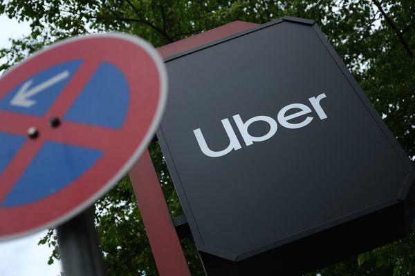Uber imposes engineer hiring freeze as losses mount