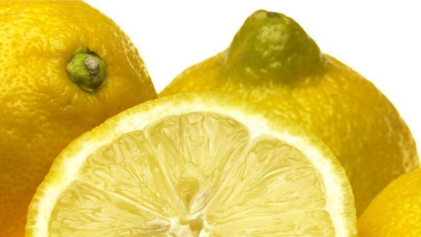 Länger haltbar: In Zukunft könnte eine essbare Wachsschicht Zitronen und Spargel schützen