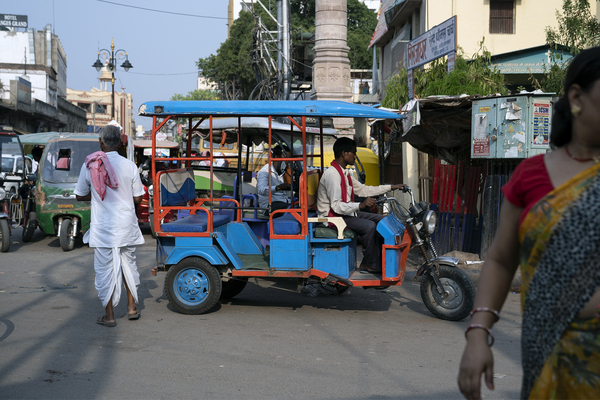 Social venture improves lives & emissions with e-rickshaws