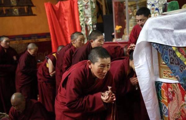 Barom Dharma Wangchuk Statues