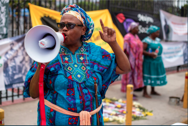 Miriam Miranda, Garifuna leader of the Black Fraternal Organization of Honduras, during a sit-in on the morning of August 21 in front of the Supreme Court of Justice in the city of Tegucigalpa. Photo Credit: Martin Calix for ContraCorriente.