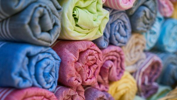 """""""Circulaire"""", """"écoresponsable"""", """"bio"""" : après la chute, le textile peut-il redevenir un fleuron des Hauts-de-France ?  - """"Circulair"""", """"duurzaam"""", """"bio"""": kan de textiel in Hauts-de-France opnieuw bloeien?"""
