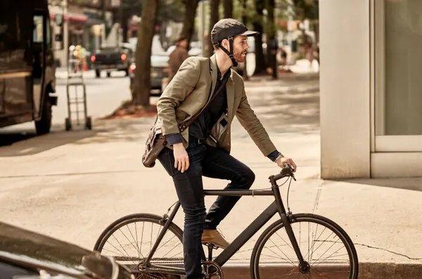 Nie masz już wymówki na jeździe po mieście bez kasku.