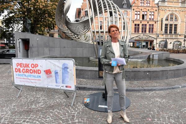 Se débarrasser de son mégot en rue vous coûtera 55 euros à Courtrai -  Peuk weggooien kost in Kortrijk 55 euro