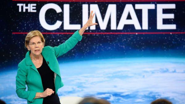 Presidentskandidaat Elizabeth Warren tijdens het CNN-debat over klimaatverandering (foto: Reuters)