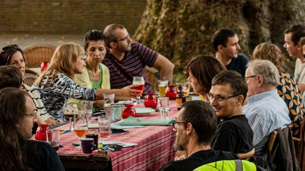Café polyglotte: nouvelles rencontres, nouvelles langues – Le Grand Tour
