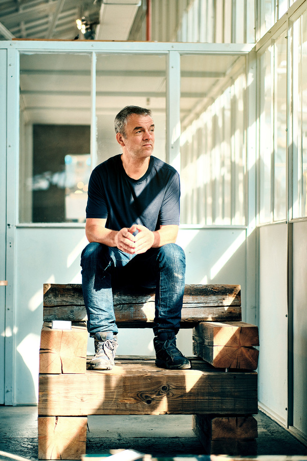 Portretteerde ik ontwerper Piet Hein Eek in zijn werkplaats annex showroom