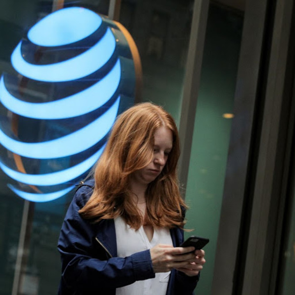 Activist Wants AT&T to Be More Like Verizon