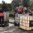 Brandweer Woubrugge helpt paarden aan water