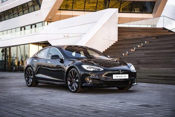 Tesla claimt recordsnelheid met Model S op racebaan (maar maakt domme fout)