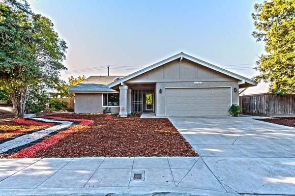 1620 Gibson Avenue, Clovis, CA 93611 (#530075) :: FresYes Realty