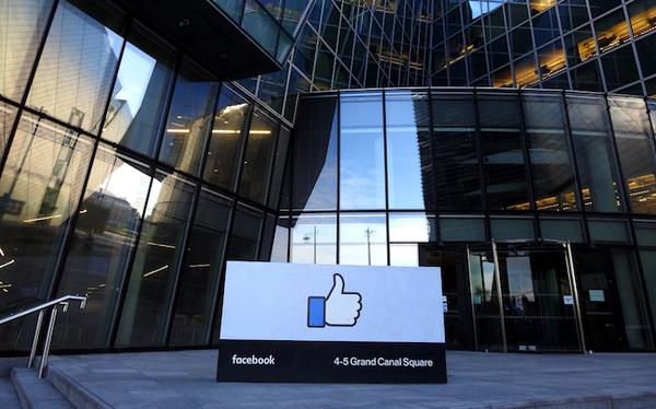 Roger McNamee, ancien investisseur de Facebook, alerte sur le «côté sombre» du réseau social
