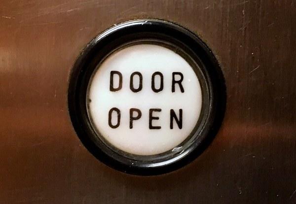 Als er ergens een deur dicht gaat...