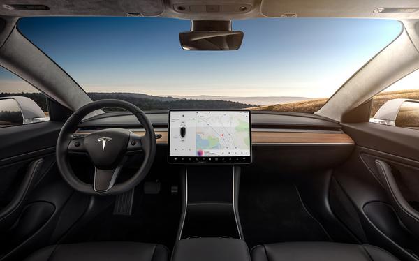 Tesla's nieuwe Smart Summon functie veroorzaakt ellende op parkeerplaatsen