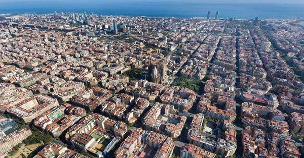 A Barcellona rivoluzione dei «superblocchi»: niente auto nel 60% delle strade