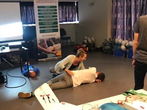 Grote belangstelling AED & reanimatiecursus