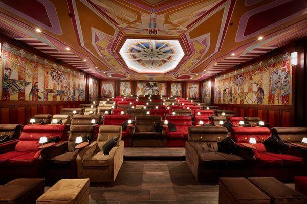 De grandeur van 1920 is terug in bioscoop Tuschinski | Het Parool
