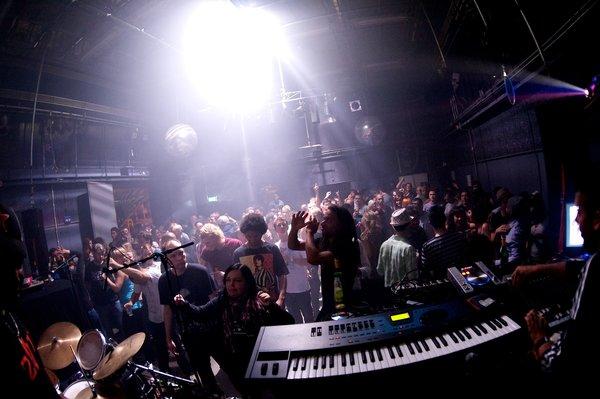 Concert in de OT301. Foto Amsterdam Alternative