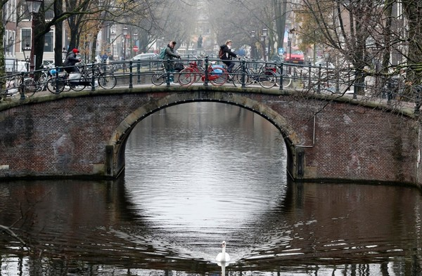 Amsterdam will ban all gas- and diesel- powered cars in the city by 2030