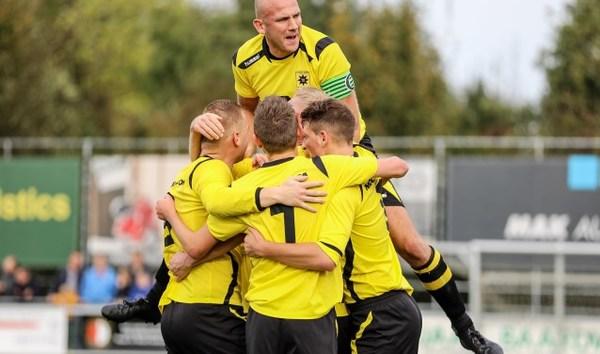 Groot-Ammers - Streefkerk échte derby met passie, strijd en veel goals (4-3)