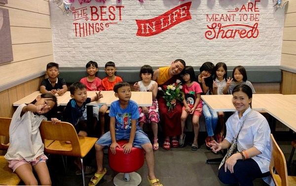 Tulku Migmar Tsering Visiting Charity Class