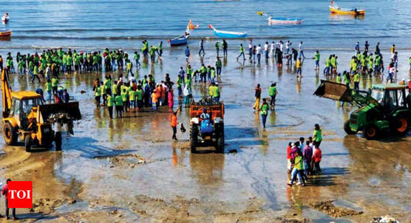 PM Modi video-plogs, 100s participate in Mumbai beach clean-up