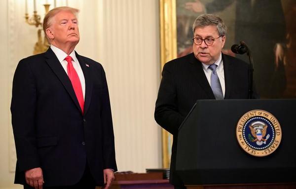 Trump en minister Barr van Justitie (foto: Reuters)