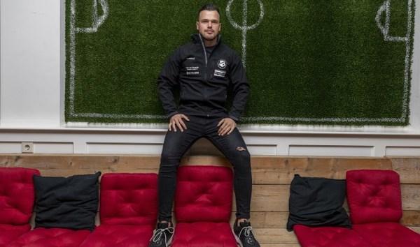 Pas 20-jarige spits Julian Vos wil alleen voor NOAD'32 scoren