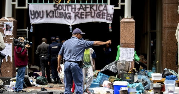 Refugees seek shelter at Cape church after violent clashes with police | eNCA