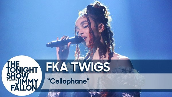 FKA twigs live bij Jimmy Fallon