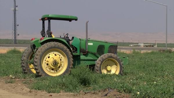 Valley ag community hopes bipartisan bill will bring workers back to the fields | YourCentralValley.com