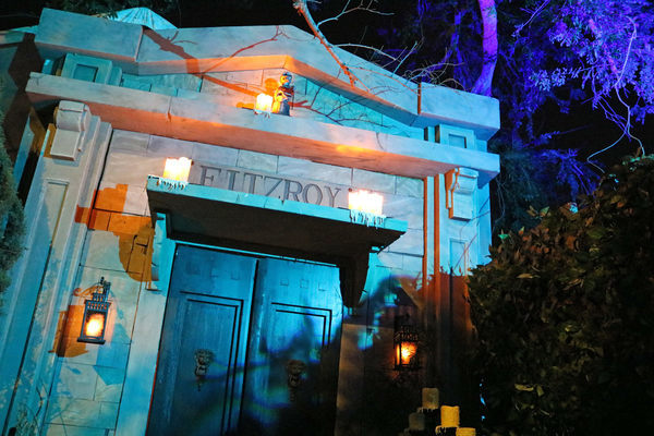 How Two Friends Rebuilt a Huge Haunted House in Just Two Weeks - Atlas Obscura