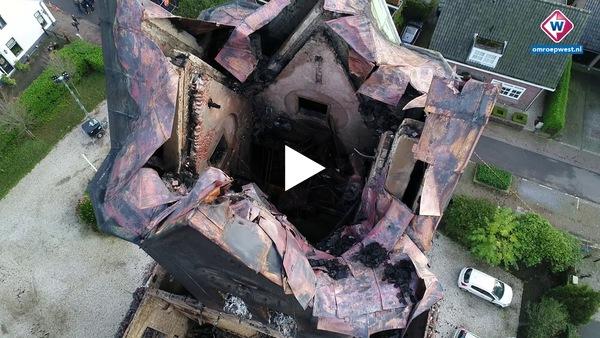 Dronebeelden van verwoeste Onze-Lieve-Vrouw-Geboortekerk in Hoogmade. (video)
