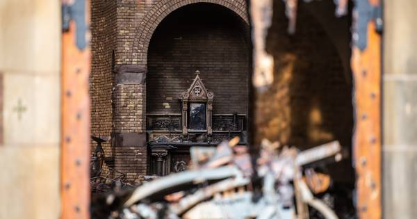 Kluis van door brand verwoeste kerk ongedeerd
