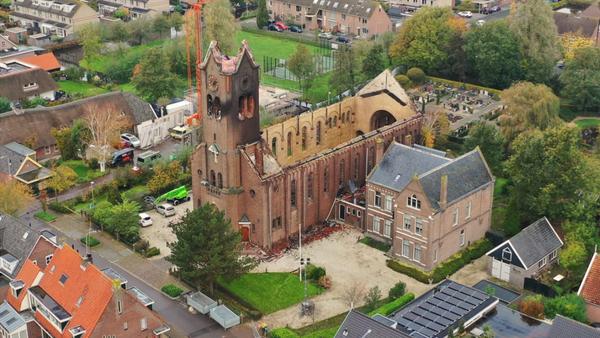 'Het besef dat het echt gebeurd is komt vandaag', vijf vragen over de afgebrande kerk