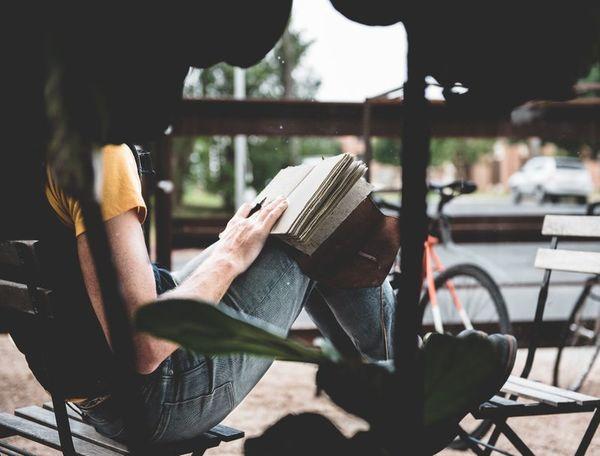 Leggere, pedalare, rileggere