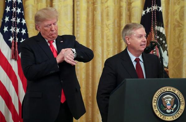 Trump en senator Lindsey Graham (foto: Reuters)