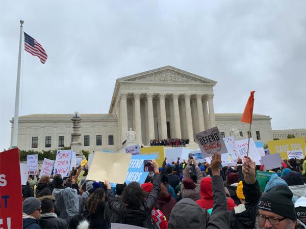 Dreamers demonstreren bij het Hooggerechtshof (foto: Lot Buis)