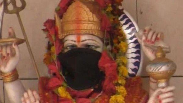 Bad air makes Goddesses Durga & Kali wear anti-pollution masks in Varanasi