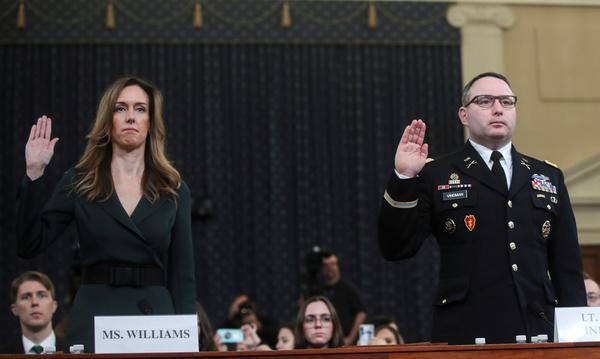 Adviseur Jennifer Williams en luitenant-kolonel Alexander Vindman (foto: Reuters)
