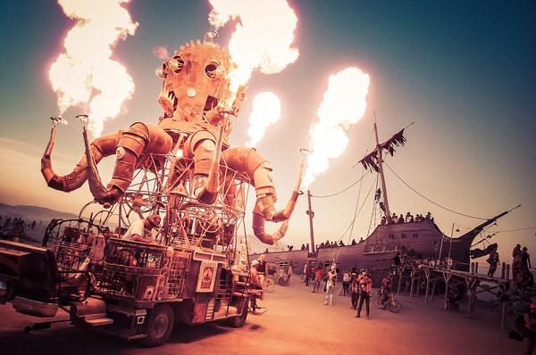 Burning Man - en fotografisk smakebit på Uromakers liv anno uke 18.