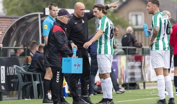 John Karelse ook volgend seizoen trainer van Achilles Veen