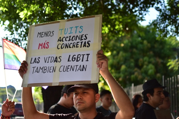 Members of the LGBTI community in El Salvador demand protection and action from the government following spike in murders of gay and trans people. (Émerson Flores/ Gato Encerrado).